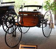 Das erste Automobil im Jahre 1885