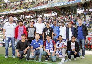 Flüchtlingsklasse der Carl-Benz-Schule unterstützte den ersten Heimsieg des KSC